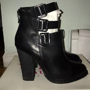 Women's Chinese Laundry Heeled Booties